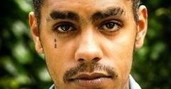 `눈물 문신`한 외국인을 보면 도망쳐야하는 이유